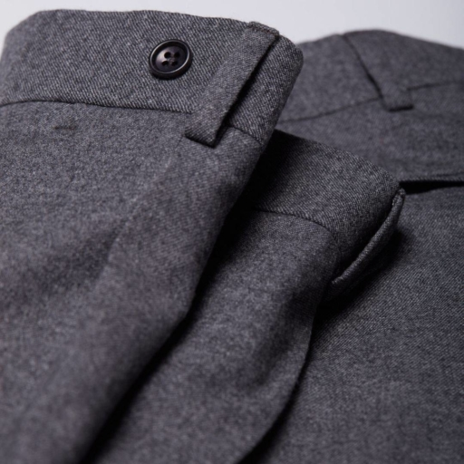 pantalon en laine merinos flanelle gris classique city pant wolbe avec pince